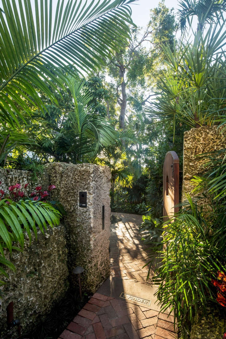 Walls at the edge of the property are built of Miami oolite, a sedimentary rock that is &#8\2\20;softer stone than caprock but not as soft as riprap,&#8\2\2\1; says Reynolds. &#8\2\20;You can sculpt it, but it is also hard enough to hold its own.&#8\2\2\1;
