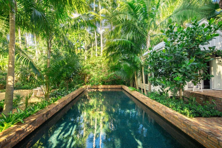 Visible at right is the guesthouse, which has doors that open onto the pool. The homeowners &#8\2\20;specifically asked for palms to be planted there so you have to look through trunks to see the pool,&#8\2\2\1; says Reynolds.