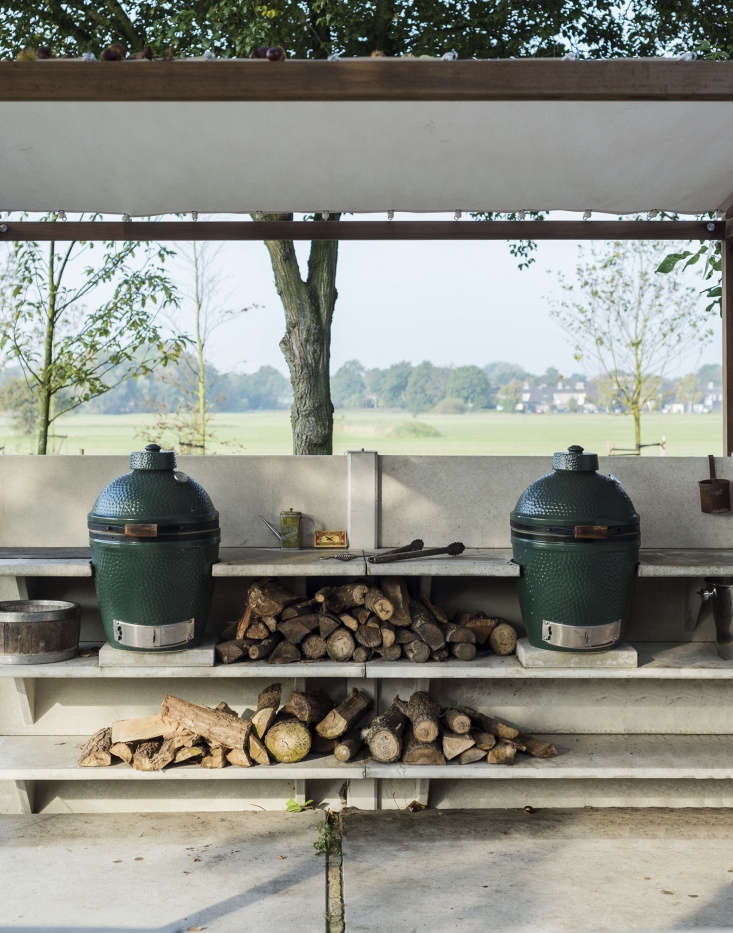 No gas grill necessary. WWOO&#8\2\17;s concrete shelving is designed with the Big Green Egg in mind because the company&#8\2\17;s founders consider the updated Japanese kamado grill the &#8\2\20;best outdoor cooker available.&#8\2\2\1;