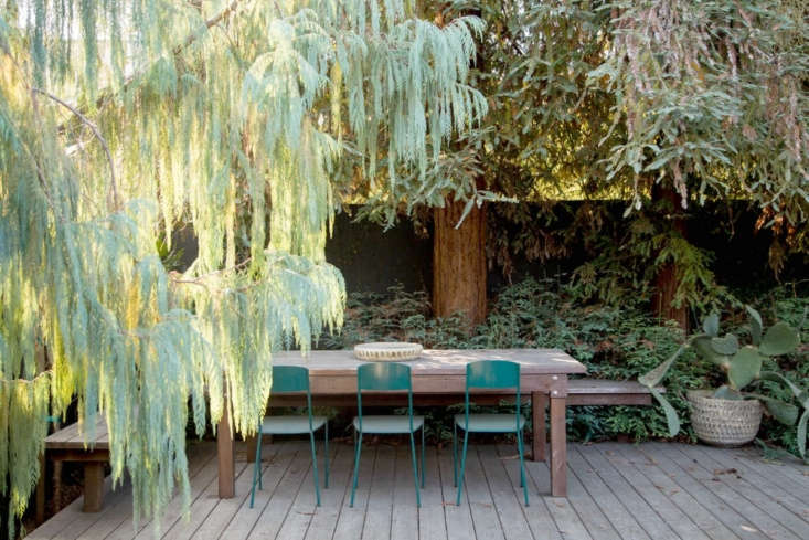 A a dining platform with redwood decking (and built-in bench) is a natural complement to mature redwood trees in a garden in Los Angeles (also shown in the top photo). See more in Before & After: From Desert to Redwood Forest, the Essence of California in One LA Garden. Photograph courtesy of Terremoto.