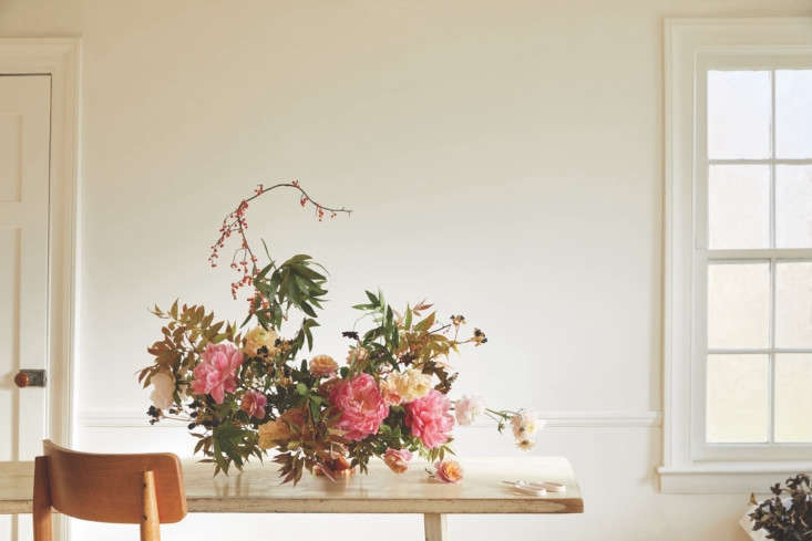 A centerpiece made using Arrangement Workshop components, plus the Floral Society&#8
