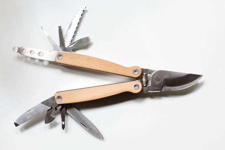 But when it snaps into action, the Pocket Pruner Multi Tool has as many functions as James Bond&#8\2\17;sAston Martin. The garden tool is modestly priced, however, at \$\2\1 from Folia Collective.