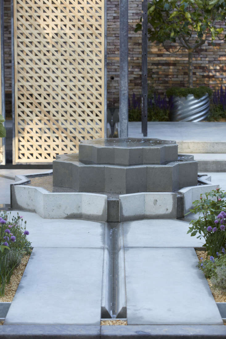 Assured geometry, from the rill to the screen of untreated pine, via an asymmetrical fountain.