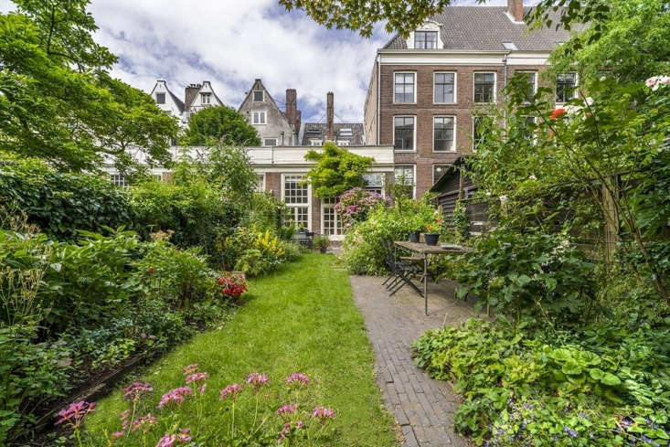 Beginning June \15, private and public canal house gardens will be open to visitors, courtesy of Amsterdam Open Garden Days. For more information and tickets, see Open Tuinen Dagen.