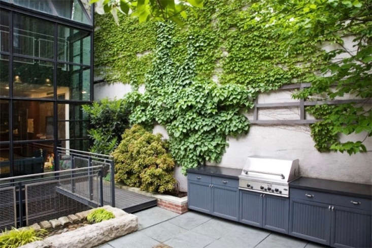A built-in gas grill by Robin Key Landscape Architecture.