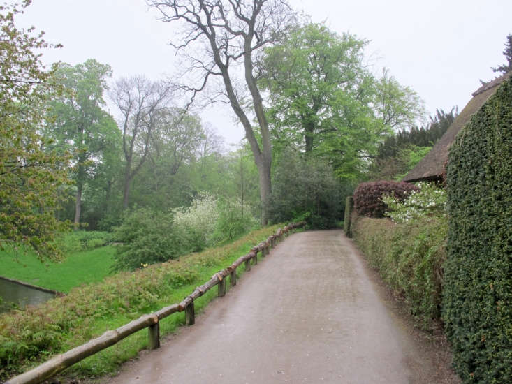 With rambling paths, small lakes, specimen trees, and tranquil expanses of green space, Frederiksberg Gardens conveys a modern romanticism. Photograph by Lisa Risager via Flickr.