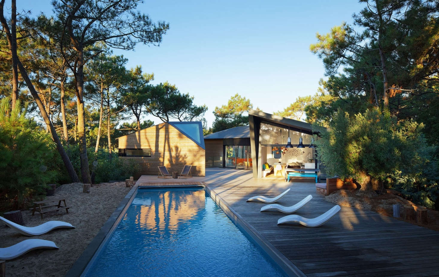 The Cap Ferret headland is covered in sandy soil; the landscape exaggerates the sand with a &#8
