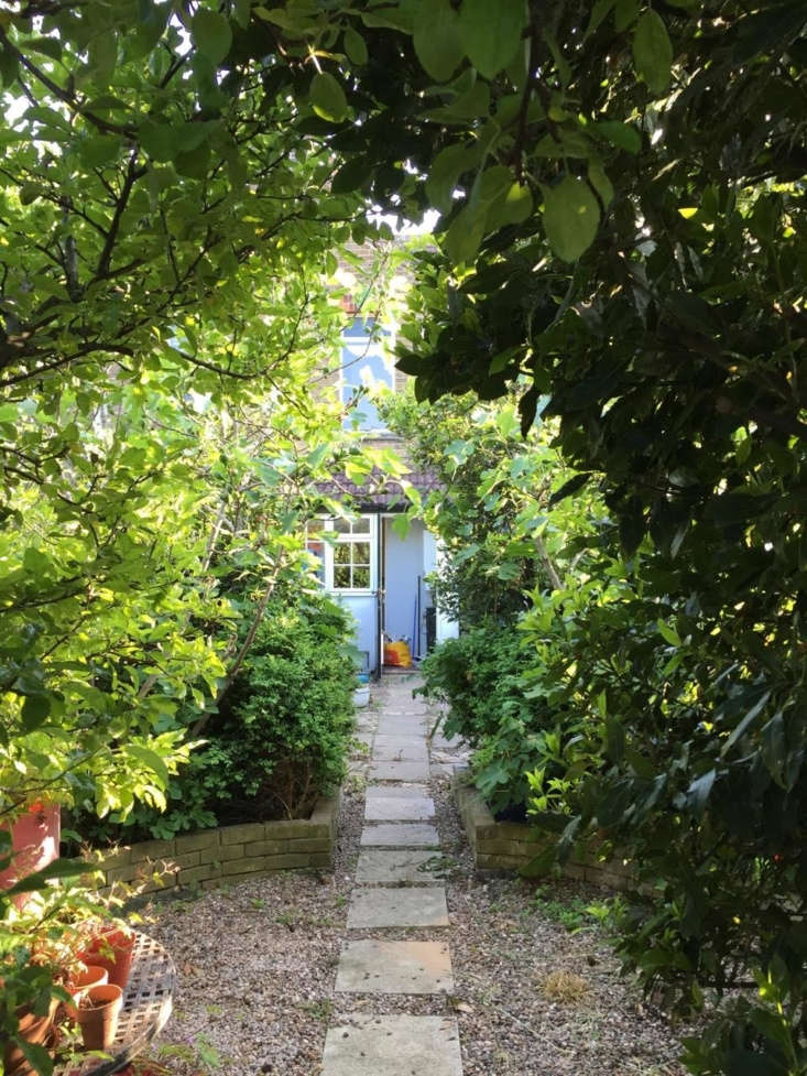 &#8\2\20;Despite how unloved the garden had first appeared, it still had a sense of magic and areas ofprivacy, which we wanted to retain as much as possible in the newlayout of thegarden,&#8\2\2\1; says Farlam.