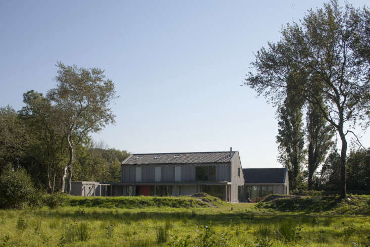 On the former site of a dilapidated \1950s-era farm on the island of Goeree-Overflakkee off the coast of Rotterdam, Korteknie Stuhlmacher Architecten &#8\2\20;constructed with cross-laminated timber (CLT) panels precut to size and assembled on-site within two weeks,&#8\2\2\1; writes Alexa.