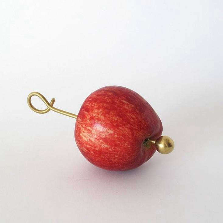 The Apple Holder measures \14.5 centimeters long (about 5.7 inches) and has a hook at the end to make it easy to hang it from a branch or an eave.