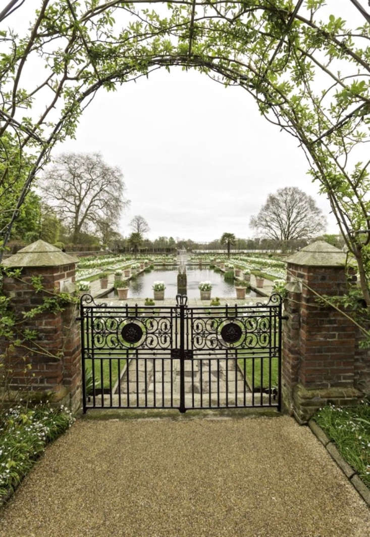 In springtime, layers of white flowers honor Princess Diana in the sunken garden. Photograph courtesy of Historic Royal Palaces.