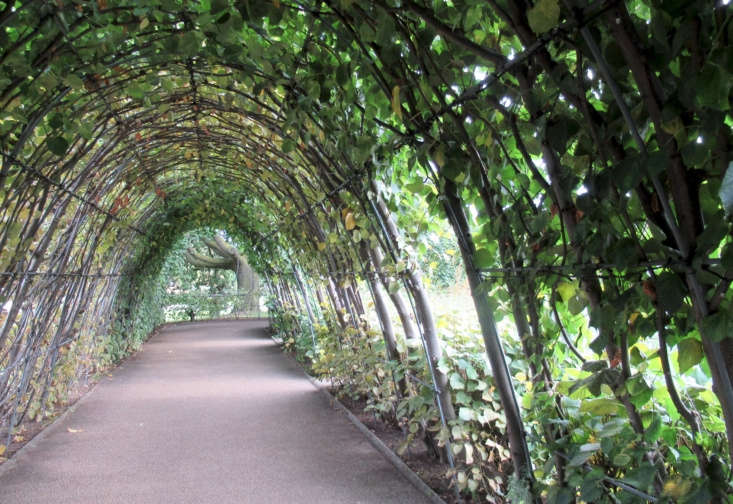 Surrounding the sunken gardens is a raised terrace walkway where red-twigged lime trees are trained on arches. Photograph by Martin via Flickr.