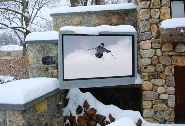 Weatherproof televisions customized for use in full sun, full shade, or even a snowstorm are manufactured by Sun Brite TV.