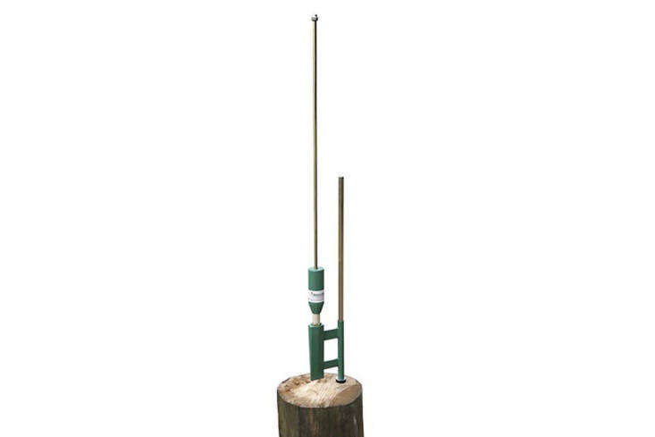 The Smart-Splitter Manual Log Splitter has a combined splitting and splinting wedge and applies up to \14 tons of pressure; £6\2.50 at Spaldings in the UK.