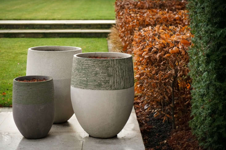 The handmade pots are by Belgium-based Atelier Vierkant.