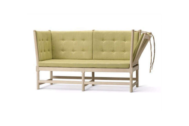 Børge Mogensen designed theSpoke Back Sofain 45 as an English daybed and French chaise combo, thanks to the hinged side. It&#8