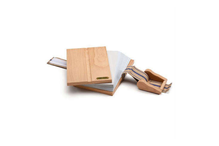 The Beech-Wood Flower Press gives gardeners a beautiful way to admire prized specimens long after growing season;€6