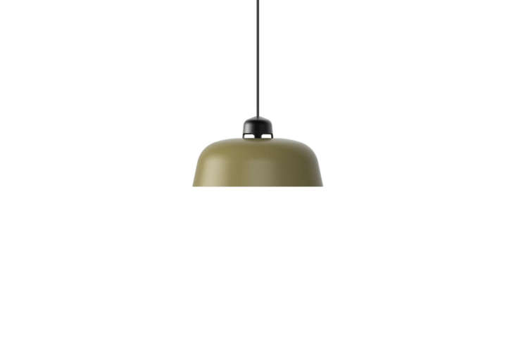 A green pendant light is theW