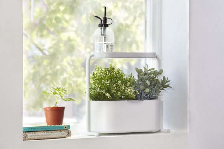 The Umbra Giardino Indoor Herb Garden Set isn&#8\2\17;t necessarily &#8\2\20;high tech&#8\2\2\1; but it is insofar as its watering and drainage system. It&#8\2\17;s designed to fit windowsills and countertops and has a Smart Drain System to prevent water from pooling at the bottom. You water from the top through the garden&#8\2\17;s perforated roof, which directs water to drip down into growing herbs; \$40 at Amazon.