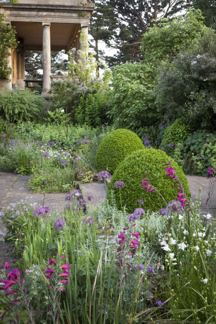 At the end of the Wide Border lies the Sunk Garden which was originally planted by Heather Muir as a white garden– years before Vita Sackville-West (who was a visitor at Kiftsgate) did the same at Sissinghurst.