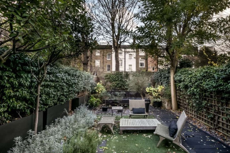 Similar furnishings and hardscape elements will make a restful retreat of any long, narrow city garden.
