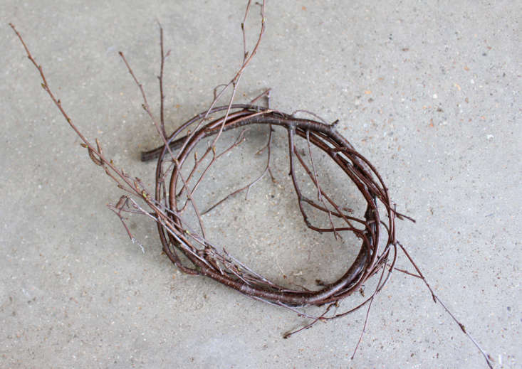 A simple circle is the foundation of beginner&#8\2\17;s basketry.