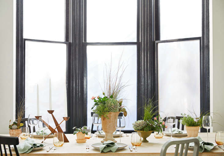 An easy way to create an arresting centerpiece? &#8