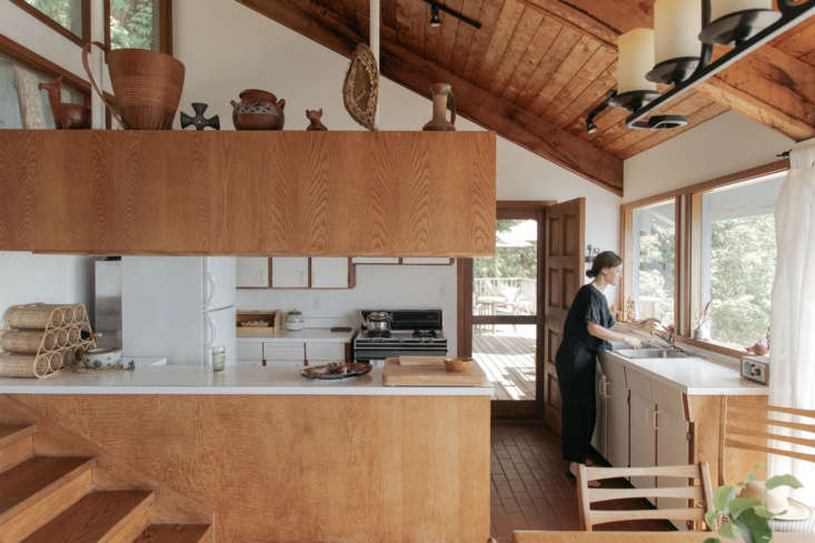 Instead of throwing out a totally functional kitchen, make do. Chessa Osburn&#8\2\17;s little cabin on the water has been in the family for decades. It&#8\2\17;s the same as it ever was—aside from upkeep, very little has changed—and that&#8\2\17;s how they like it. Photograph by Gillian Stevens, from A Multigenerational Family's Cabin Retreat, Unchanged by Time.