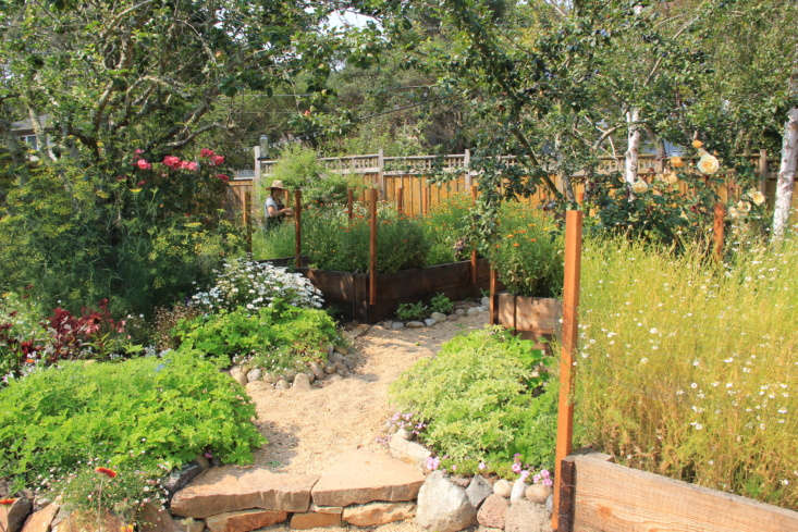 Justine&#8\2\17;s botanically inspired Botnia Garden in Sausalito. The original garden was filled with treasures: There was a rose garden, along with apple, plum, and lemon trees. The rose garden is still there, as are the apple and plum trees, but sadly the lemon tree died. Photograph by Justine Kahn.