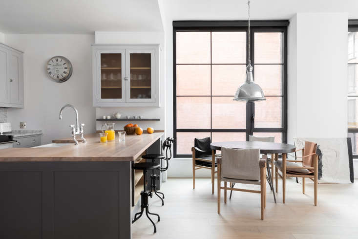 Plain English, the bespoke kitchen cabinet maker, brings their traditional cupboards across the Atlantic to this Manhattan apartment. Photograph courtesy of Plain English, from Kitchen of the Week: A Plain English Interpretation in the East Village.
