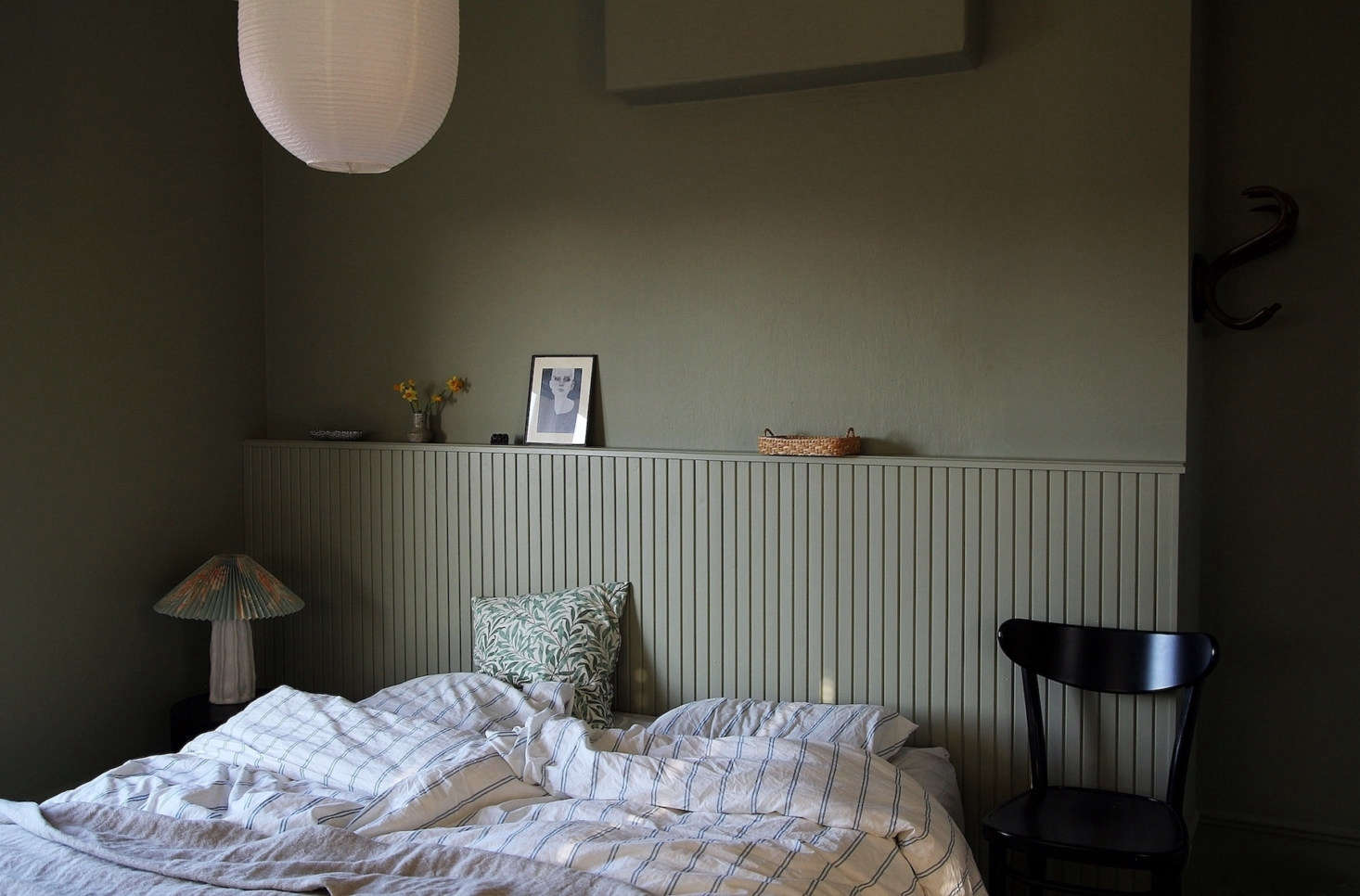 Who needs a headboard when you can have a ledged wall as stylish as this one in your bedroom? Learn how to replicate it in DIY Paneled Wood Headboard: A Finnish Blogger's Clever Bedroom Upgrade. Photograph by Maiju Saha (@maiju_saw), courtesy of theMaiju Saw blog.