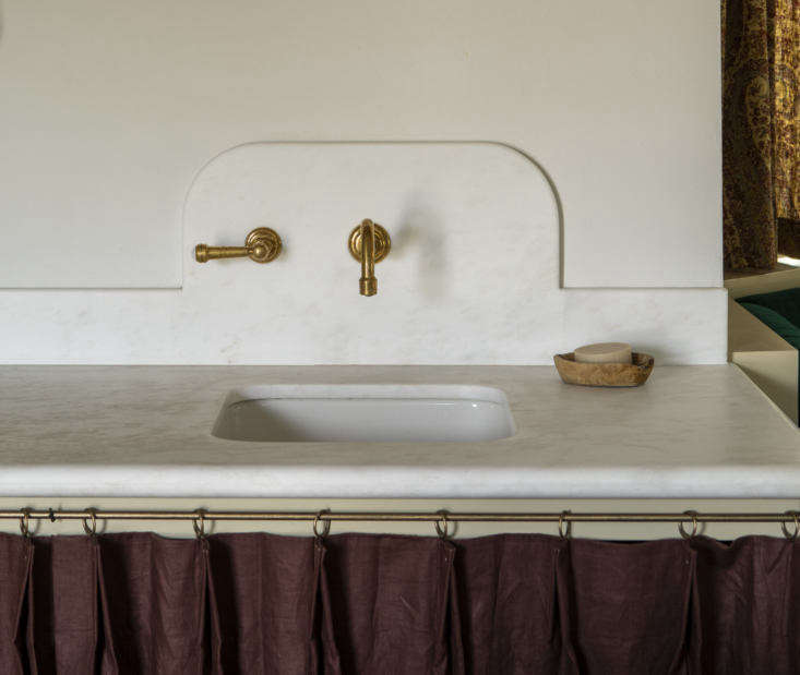 Margot is noting a new trend: Sculptural Marble Backsplashes—including this perfect and poetic one by Reath Design. Photograph by Laure Joliet.