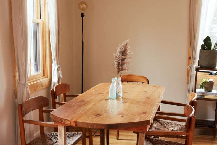 Tour musician and artist Sean Spellman&#8\2\17;s humble retreat, filled with inexpensive, artful touches and vintage finds, in Summer Sounds: A Pair of Musicians' Effortlessly Cool Redone Cape in Westerly, RI (Available on Airbnb). Photograph by Nick Ventura, courtesy of Sean Spellman.