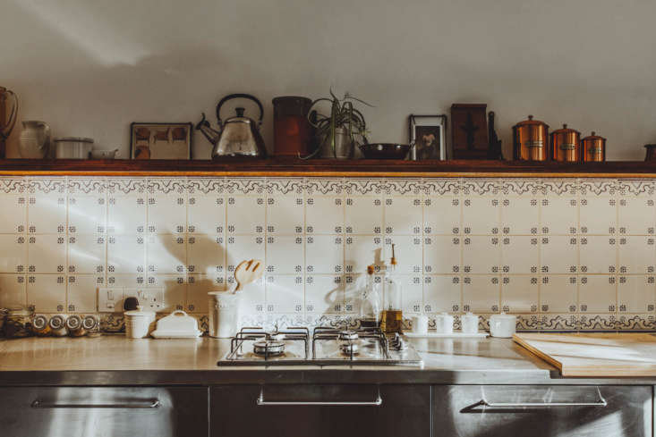 &#8\2\20;There are Portuguese tiles in the cookspace and bath, and the palette feels like fall embodied,&#8\2\2\1; writes Annie in All Things Should Have Stories: A Richly Hued London Flat (With an Ikea Kitchen Too). Photograph courtesy of Red Deer.