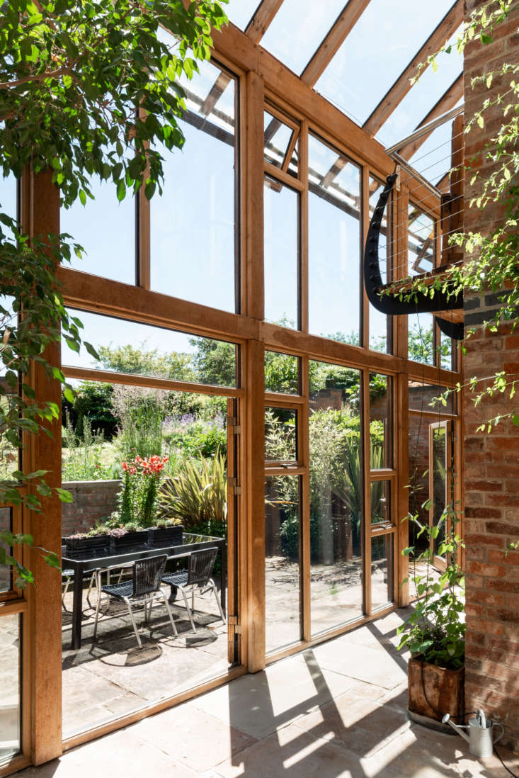 &#8\2\20;The lowest part of the garden is a little courtyard outside the underground bedrooms. The stone flooring runs through from inside to out to connect the house to the garden,&#8\2\2\1; says Anna.