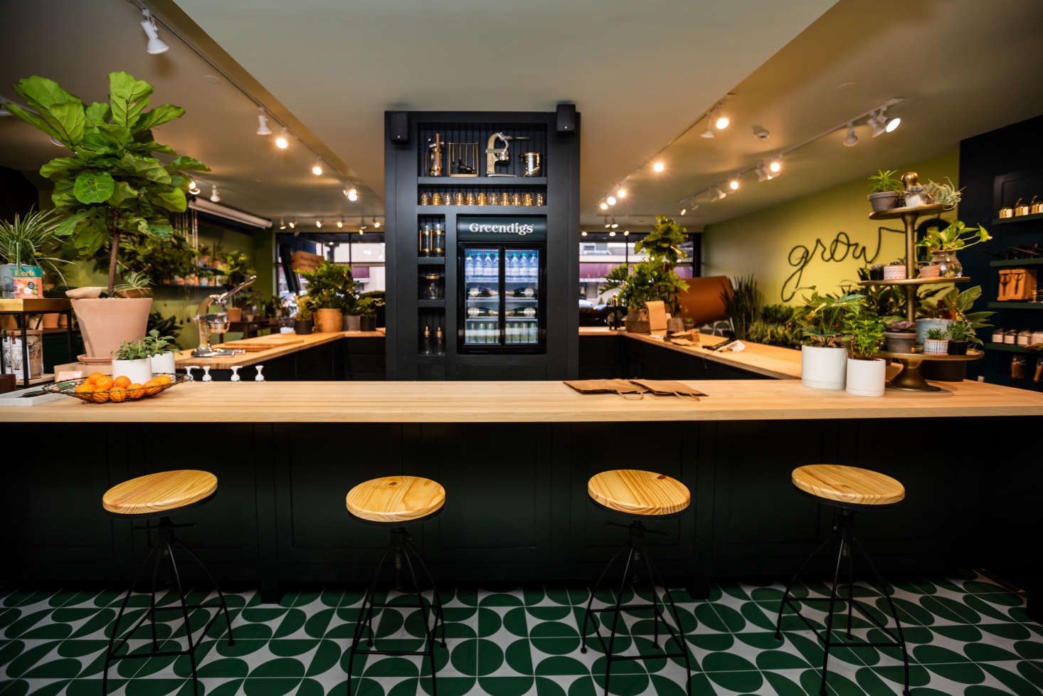 Anchoring (and centering) the space is a square wrap-around bar where customers can go to pay for their purchases, ask for help, even pull up a seat to enjoy a beverage. What inspired the design? &#8