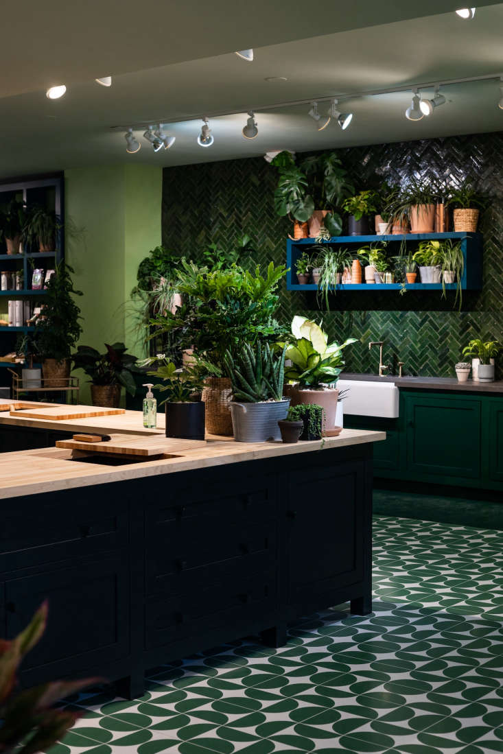 Greendig&#8\2\17;s Columbus, Ohio, brick and mortar space is designed to be equal parts retail store, education center, and gardening inspiration destination. True to its name, the \2,7\15-square-foot studio features a green color scheme. The trompe l&#8\2\17;oeil floor is composed of CNC-engraved panels of wood hand-painted to look like tiles.