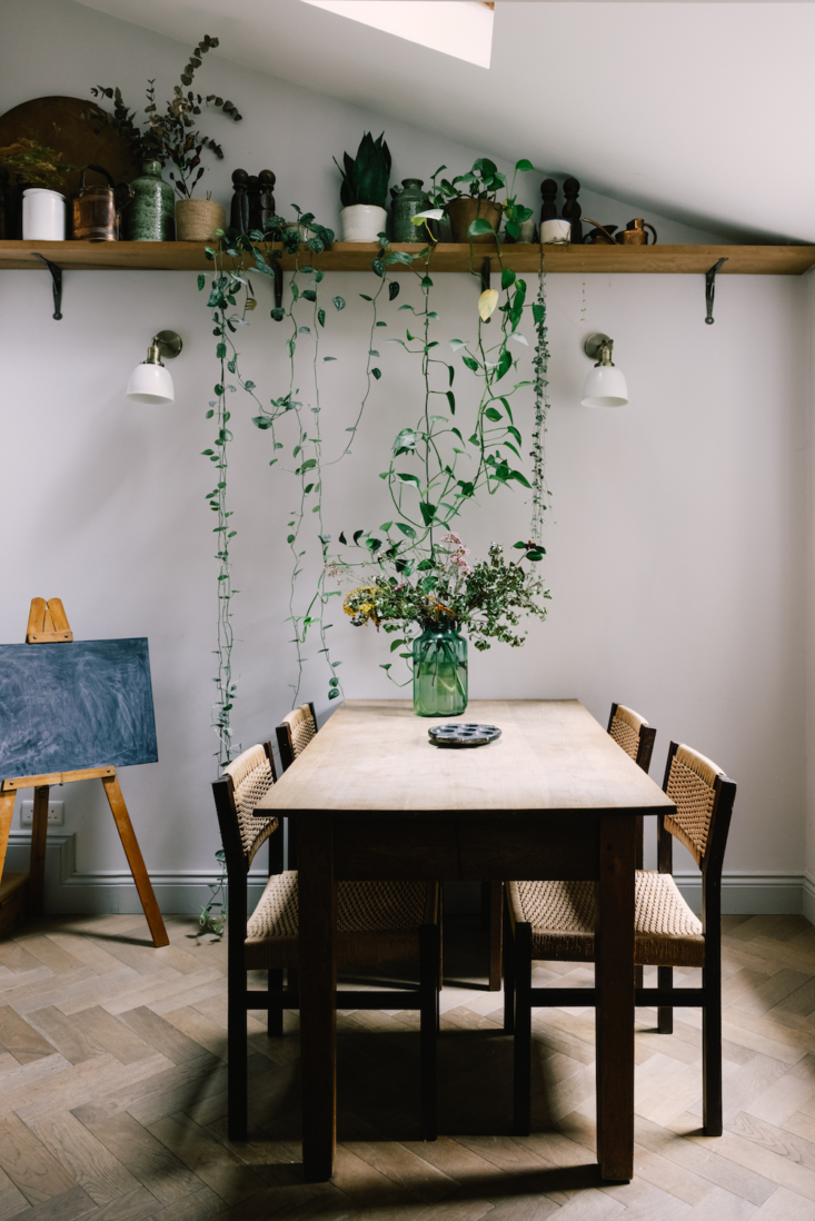 A dining space in a compact London home that expertly brings the outdoors in. Photograph courtesy of Inigo, from Inigo: A New Agency to Put on Your Real Estate Stalking List.