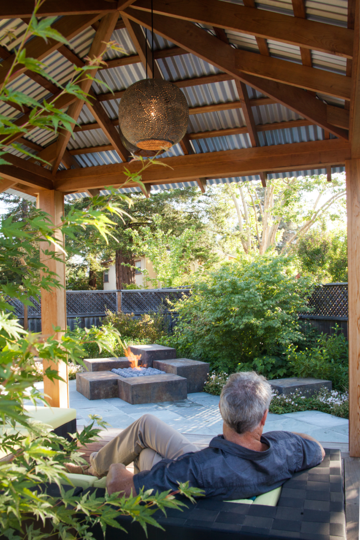 Several blocks at varying heights create the gas fire pit. Also shown is the cedar and corrugated steel pavilion that ROCHE + ROCHE asked master carpenter Ken Morita of Morita Construction Co. to build. This structure provides a sheltered retreat from the elements and echoes the Asian elements of the remodeled home.