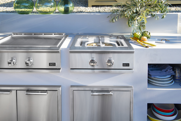 The S Power Burner is designed for multiple sizes of pots and woks. The DCS team and Flannigan raised the burner slightly so that it sits flush with the other appliances for easy movement of pots and pans, another small but impactful detail driven by Chef Lefebvre.