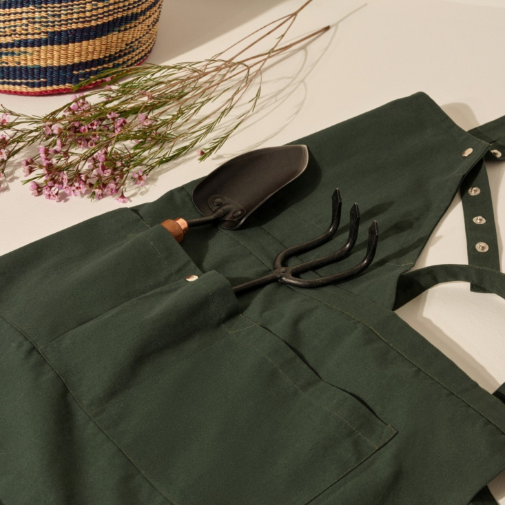 Tools at the ready in the Creative and Garden Apron, shown here in dark green.