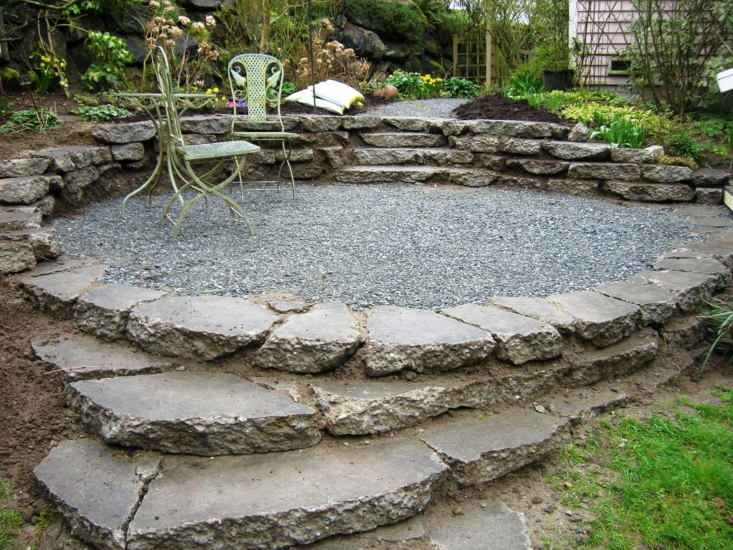 A terraced patio built from urbanite and gravel. Photograph by @brewbooks via Flickr.