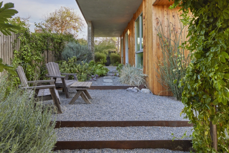 Tiered gravel steps lead to a small sitting area. &#8\2\20;The planting plan is really a mix of native Southern California species and low-water regional species as well,&#8\2\2\1; says David. &#8\2\20;The garden is as much for local insects and wildlife as it is for the family.&#8\2\2\1;
