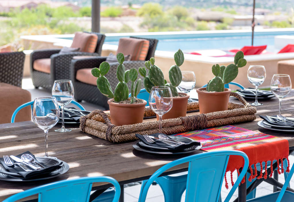 Outdoor Dining Poolside