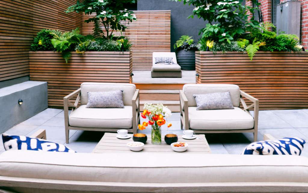 Lounge area and spa