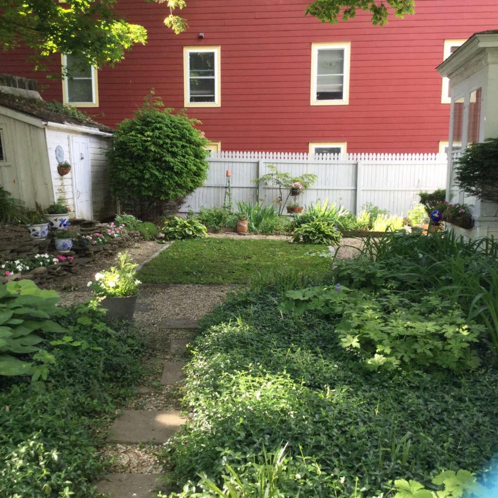 Entrance to sideyard