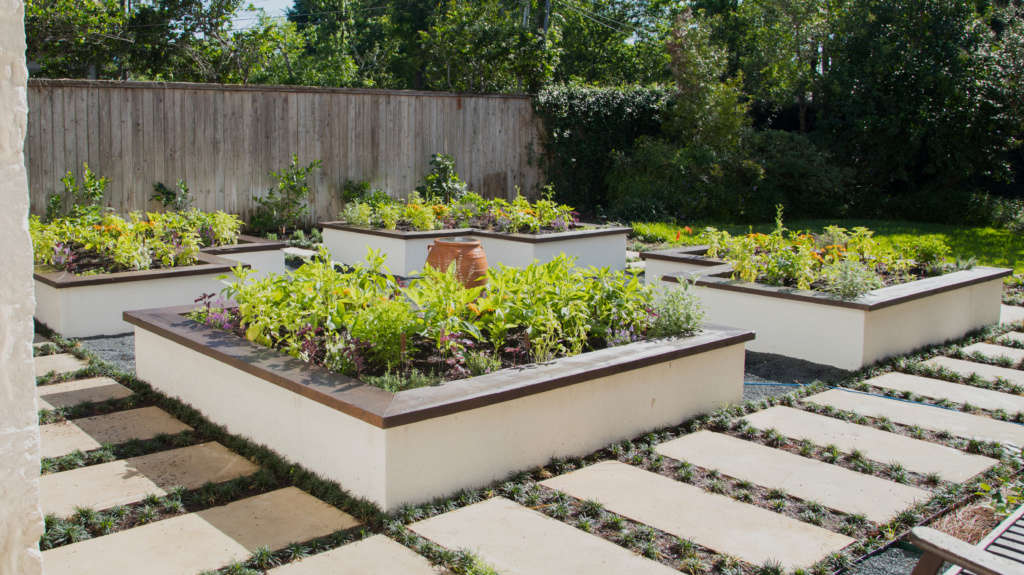Garden Pathway & Seating