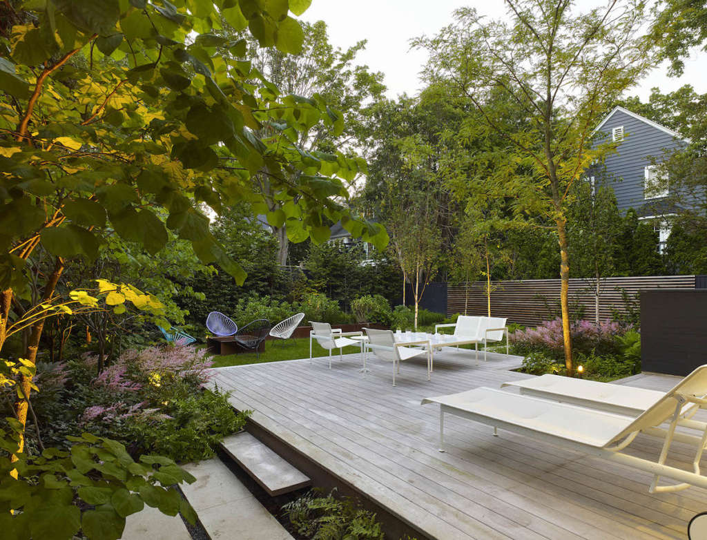 Framing functional spaces with planting and architectural elements