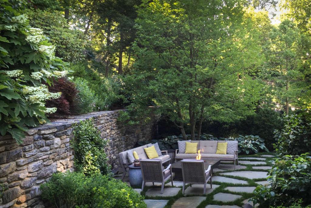 The Firepit Area Garden Room