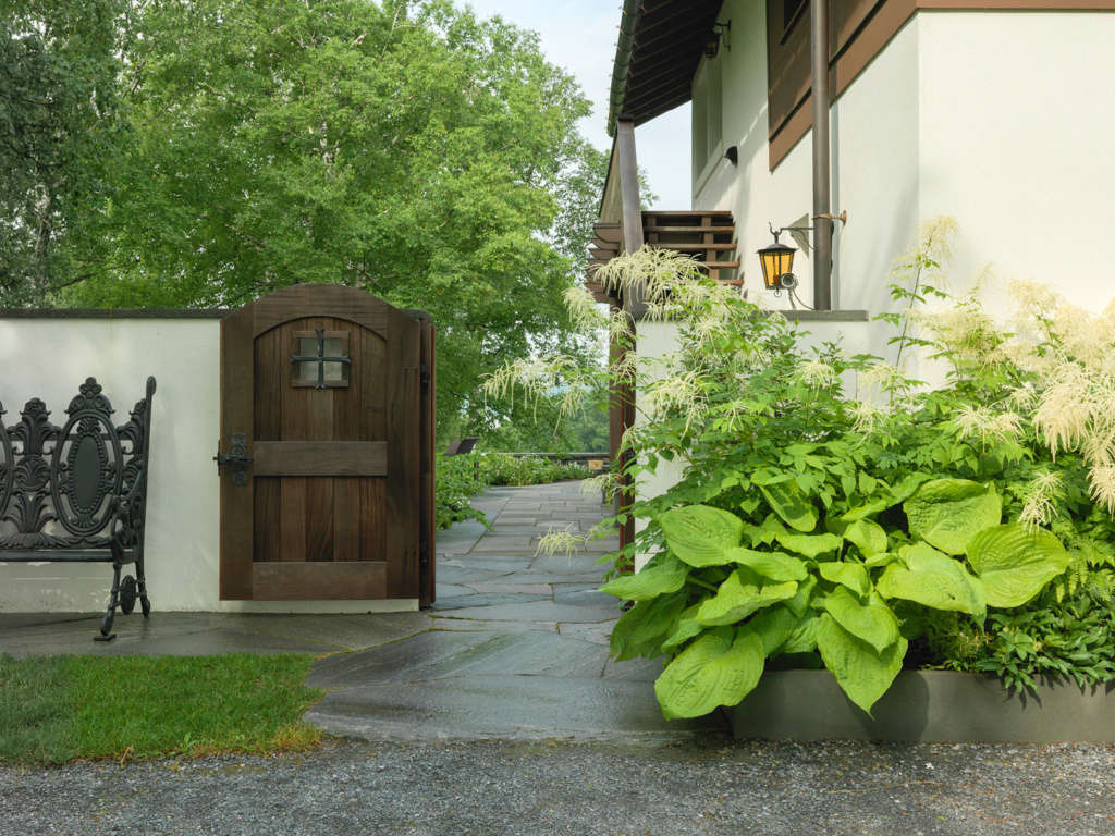 An Inviting Side-Gate Entry